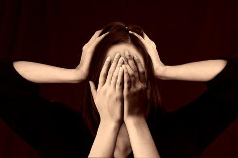Frau unter Druck (Stress)