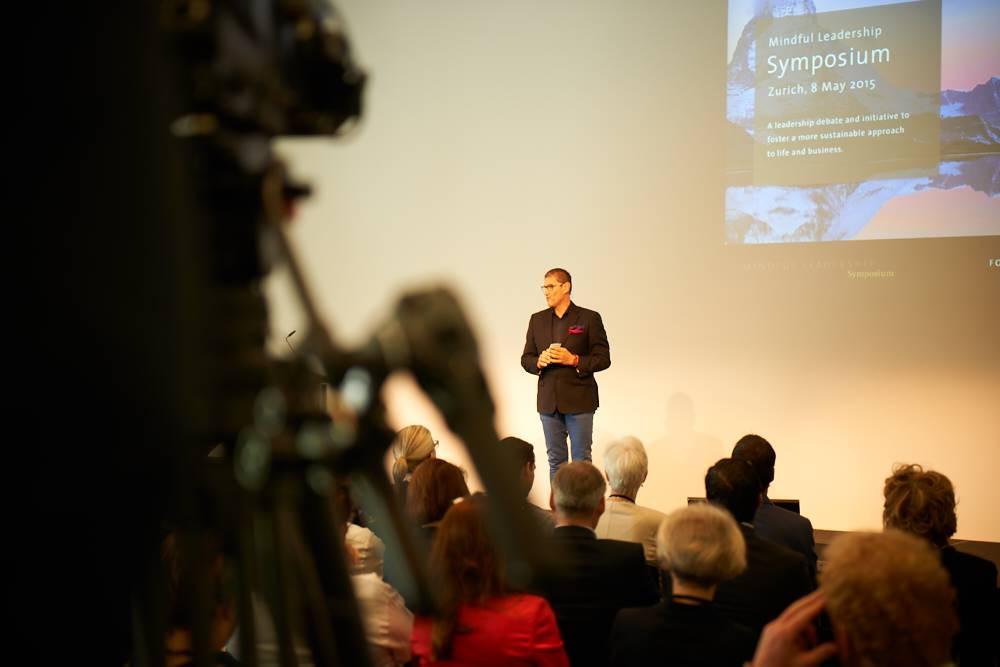 Christian Kurmann eröffnet das Mindful Leadership Symposium 2015 im GDI Zürich